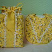 Подарки к праздникам ручной работы. Ярмарка Мастеров - ручная работа Комплект для мамы и крохи: сумочка + нагрудник (6). Handmade.