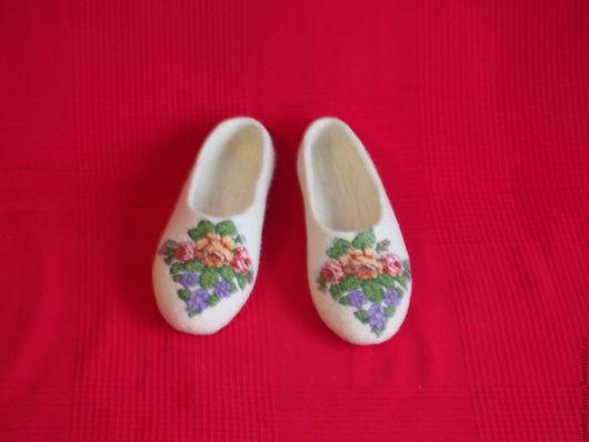 Обувь ручной работы. Ярмарка Мастеров - ручная работа. Купить Тапочки. Handmade. Белый, 100% шерсть, домашняя обувь