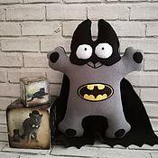 Приколы ручной работы. Ярмарка Мастеров - ручная работа Кот Саймона Бетмен подарок любителю комиксов фильмов про Бетмена. Handmade.
