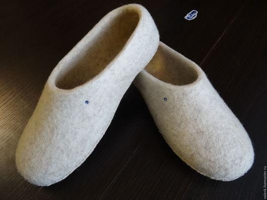 Обувь ручной работы. Ярмарка Мастеров - ручная работа. Купить Валяные тапочки. Handmade. Бежевый, шерсть, подарок, овечья шерсть