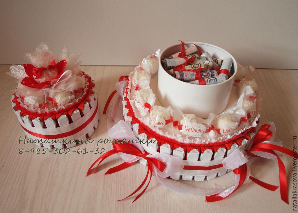 """Купить торт """"Праздничный"""" из Рафаэлло и Киндер-шоколада - ярко-красный, белый, торт из конфет"""