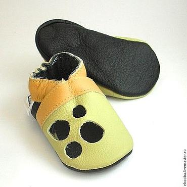 Обувь ручной работы. Ярмарка Мастеров - ручная работа Кожаные чешки тапочки пинетки сандалии оливковые жёлтые ebooba. Handmade.