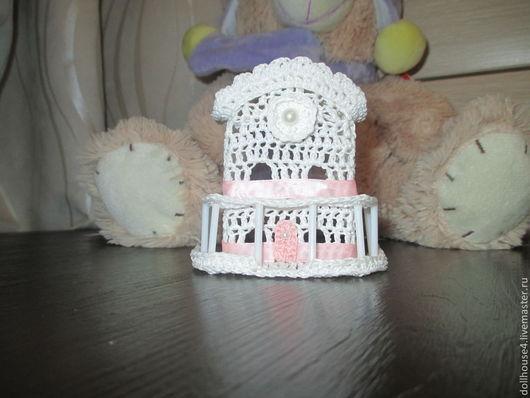 Миниатюра ручной работы. Ярмарка Мастеров - ручная работа. Купить Вязаный кукольный домик. Handmade. Белый, мебель для детской