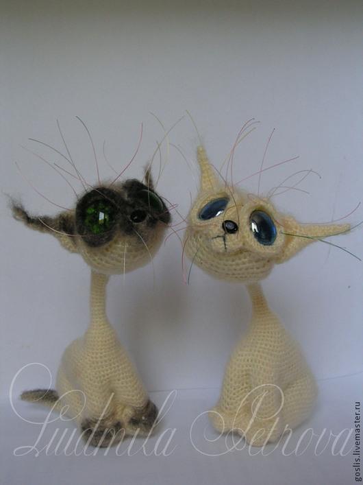 Игрушки животные, ручной работы. Ярмарка Мастеров - ручная работа. Купить Сиамский котик вязаный. Handmade. Белый, сиам