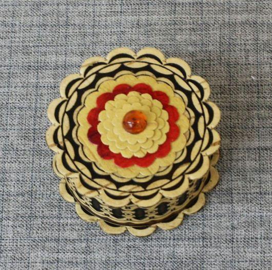 Шкатулки ручной работы. Ярмарка Мастеров - ручная работа. Купить Шкатулка из бересты цветок с янтарем. Handmade. Береста, янтарь натуральный