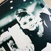 Канцелярские товары ручной работы. Ярмарка Мастеров - ручная работа Обложки на паспорт Одри Хепберн. Подарок на 8 марта.. Handmade.