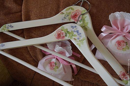 Прихожая ручной работы. Ярмарка Мастеров - ручная работа. Купить Вешалка-плечики  Розы для принцессы и саше с лепесткам. Handmade. Белый