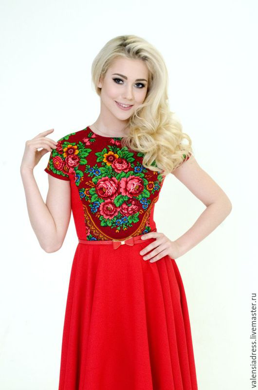 Платье короткое, платье летнее красное, платье с павлопосадским платком, русские узоры