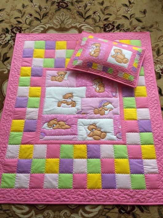 Детская ручной работы. Ярмарка Мастеров - ручная работа. Купить Детский лоскутный комплект в кроватку одеяло и наволочка розовый. Handmade.
