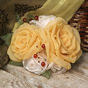 Украшения ручной работы. Ярмарка Мастеров - ручная работа Цветы из ткани. Брошь-заколка Янтарный мёд. Handmade.