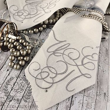 Для дома и интерьера ручной работы. Ярмарка Мастеров - ручная работа Салфетка с вензелем «Памятный подарок». Handmade.