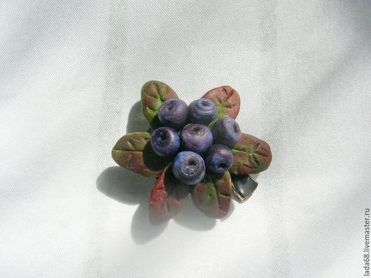 """Броши ручной работы. Ярмарка Мастеров - ручная работа. Купить брошь """"Черника""""(ягоды из полимерной глины). Handmade. Разноцветный, интерьерная композиция"""