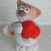 """Куклы и игрушки ручной работы. Ярмарка Мастеров - ручная работа Влюблённый котик из войлока """"Валентин"""". Handmade."""