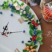 Для дома и интерьера ручной работы. Ярмарка Мастеров - ручная работа Часы настенные с ягодным венком.. Handmade.