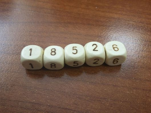 Детская бижутерия ручной работы. Ярмарка Мастеров - ручная работа. Купить Цифры на деревянных кубиках 10/10мм. Handmade. Цифры на бусинах