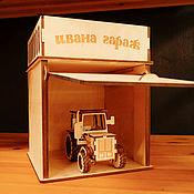 Техника, роботы, транспорт ручной работы. Ярмарка Мастеров - ручная работа Именной гараж с трактором. Handmade.