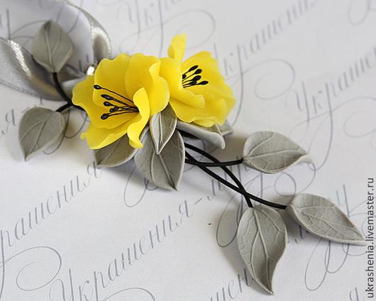 Кулон№2 с желтыми цветами и серыми листиками на веточках. Цена 900р