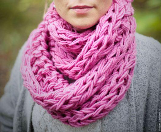 Шарфы и шарфики ручной работы. Ярмарка Мастеров - ручная работа. Купить Розовый шарф-снуд крупной вязки вязаный на руках. Handmade.