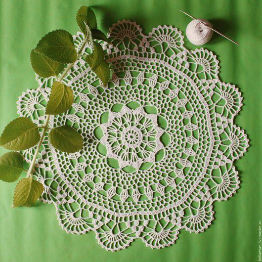 Кружевная вязаная салфетка украсит Ваш дом или станет прекрасным подарком.