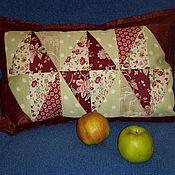 Подушки ручной работы. Ярмарка Мастеров - ручная работа Лоскутная подушка  Задорный красный. Handmade.