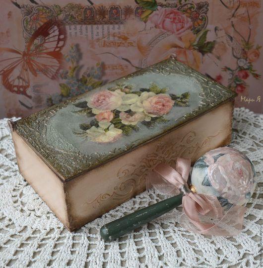 памятный подарок для новорожденного ребенка, деревянная погремушка, стиль шебби шик винтаж, с розами,идеи подарков крестины, подарок малышу крестины,подарок на выписку из роддома  ,