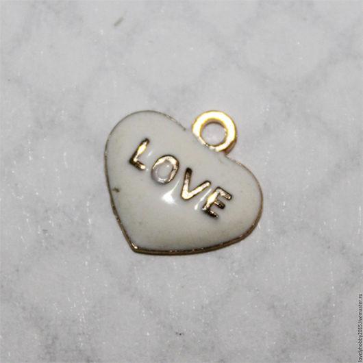 Металлическая подвеска с эмалью `love`
