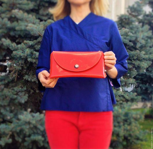 Маленькая кожаная сумочка, Призма, клатч кожаный, красный, натуральная кожа, минимализм, лаковая кожа, маленькая сумочка, женская сумка, вечерняя сумочка, подарок девушке. TwinSkin, авторские сумки