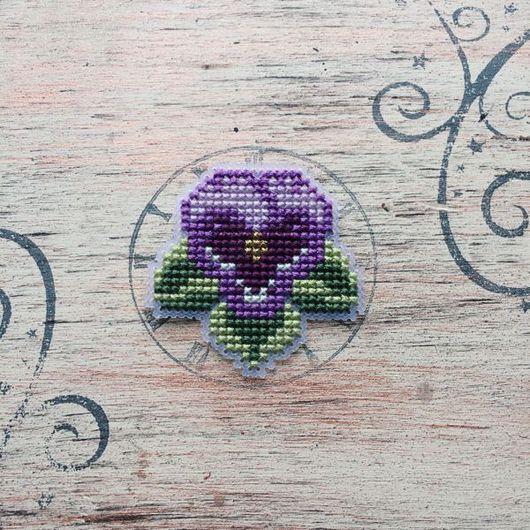 """Броши ручной работы. Ярмарка Мастеров - ручная работа. Купить Брошь """"анютины глазки"""" фиолетовая. Handmade. Брошь цветок, вышивка"""