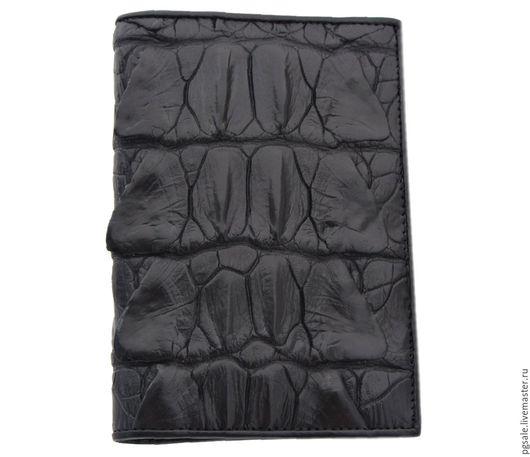 Обложка на паспорт из кожи крокодила. Обложка из крокодиловой кожи. Чёрная обложка. Кожа крокодила. Обложка для паспорта из крокодила. Мужская обложка. Женская обложка. Подарок. Подарок женщине.