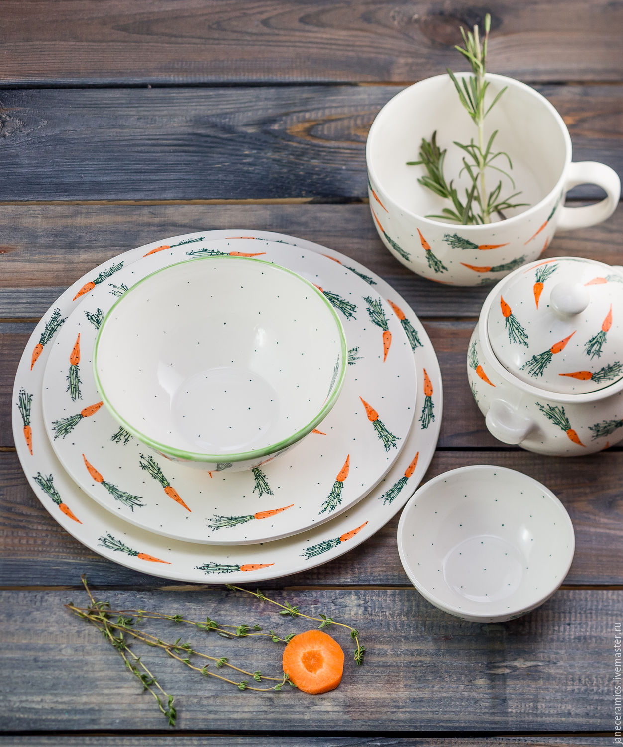 Included in this pack: two plates (diameter 25 and 22 cm), bowl (0,5 l), Cup of soup (0,6 l), bowl (0,5 l) and gravy boat (100 ml)
