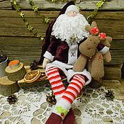 Подарки к праздникам ручной работы. Ярмарка Мастеров - ручная работа Интерьерная коллекционная кукла Санта c оленем. Handmade.