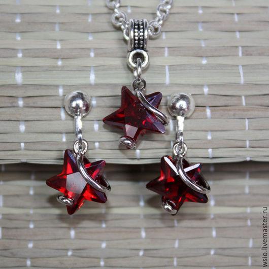 Комплект красных украшений. Подарок для девушки.Подарок для девочки. Красные звёздочки.Украшения со звёздами. Клипсы и подвеска на цепочке.