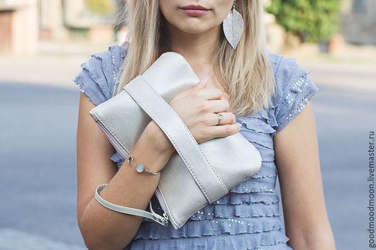 """Женские сумки ручной работы. Ярмарка Мастеров - ручная работа. Купить Серебристый клатч """"CarryMe"""", серебряная сумка. Handmade. Клатч"""