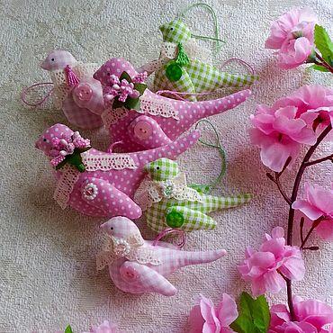 Куклы и игрушки ручной работы. Ярмарка Мастеров - ручная работа Весенние птички из хлопка в стиле Тильда. Handmade.