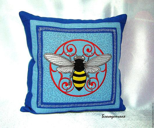 Текстиль, ковры ручной работы. Ярмарка Мастеров - ручная работа. Купить Подушка Пчела. Handmade. Голубой, подушка, Подушки, пчела