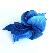 """Украшения ручной работы. Ярмарка Мастеров - ручная работа Брошь цветок из кожи """"Небесная Лазурь"""" небесно голубая васильковая. Handmade."""