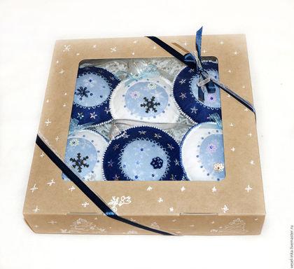 Набор елочных шаров в коробке. Ярмарка Мастеров - ручная работа. Елочные шары синие, елочные шары белые. Подарок на Новый год.