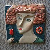 """Картины и панно ручной работы. Ярмарка Мастеров - ручная работа Керамическая плитка """"Дама с тюльпаном"""". Handmade."""