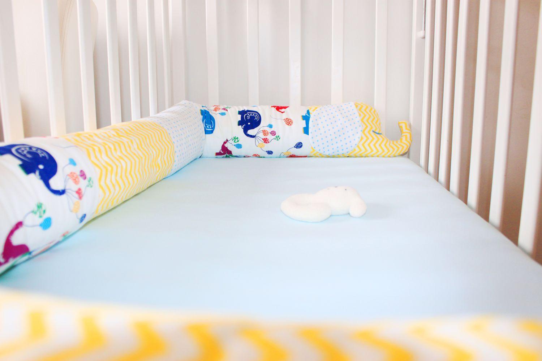 Бортик змейка в кроватку