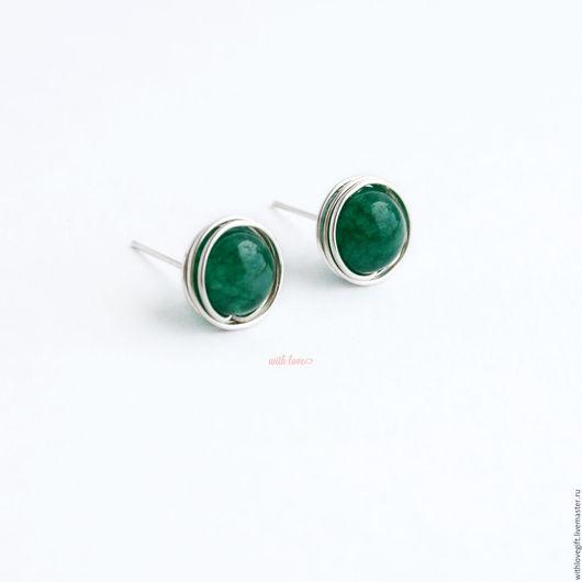 Серьги ручной работы. Ярмарка Мастеров - ручная работа. Купить Серебряные серьги гвоздики с зеленым камнем. Handmade.