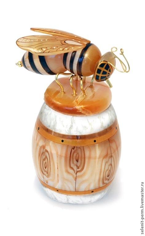 Роспись по камню ручной работы. Ярмарка Мастеров - ручная работа. Купить Бочонок для меда с пчелой, малый. Handmade. Золотой, Ангидрит