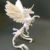 """Сувениры и подарки ручной работы. Ярмарка Мастеров - ручная работа фигурка """"Единорог белый с золотом"""" (статуэтка пегаса, игрушка пегас). Handmade."""