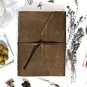 Блокноты ручной работы. Ярмарка Мастеров - ручная работа Кожаная записная книжка с креплением для ручки из натуральной кожи. Handmade.