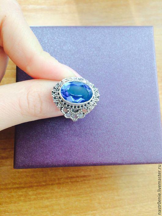 Кольца ручной работы. Ярмарка Мастеров - ручная работа. Купить Серебряное кольцо с натуральным лондонским топазом. Handmade. Синий