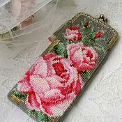 Сумки и аксессуары handmade. Livemaster - original item Eyeglass case beaded ROSES. Handmade.