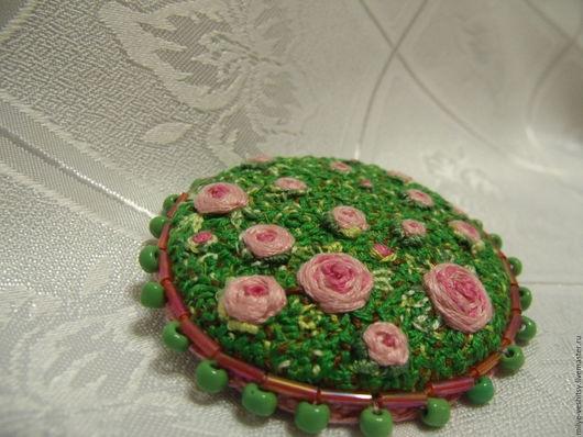 """Броши ручной работы. Ярмарка Мастеров - ручная работа. Купить Брошь вышитая """"Розовый сад"""". Handmade. Розовый, вышитая брошь"""