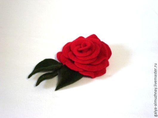 """Броши ручной работы. Ярмарка Мастеров - ручная работа. Купить """"Алая Роза""""-войлочная брошь. Handmade. Роза брошь"""