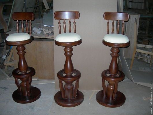 Барный стул `Элегия` крутящийся, материал обивки - экокожа, массив ясеня Цена - 29000