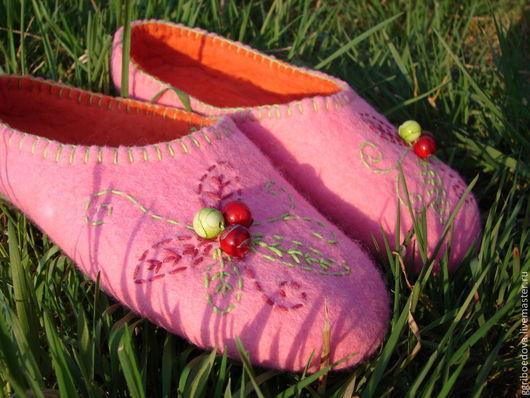 Обувь ручной работы. Ярмарка Мастеров - ручная работа. Купить домашние тапочки из шерсти. Handmade. Валяние, валяние из шерсти
