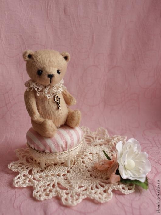 Мишки Тедди ручной работы. Ярмарка Мастеров - ручная работа. Купить Мишка с пуфиком.. Handmade. Бежевый, цветок